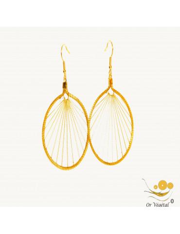 Boucles d'oreilles en or végétal en cercle avec tissage avec fil doré