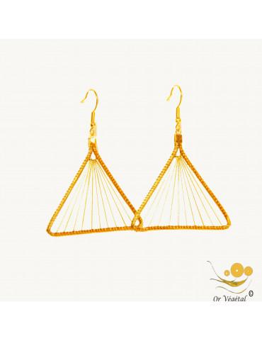 Boucles d'oreilles en or végétal cerclé en triangle avec tissage de filins