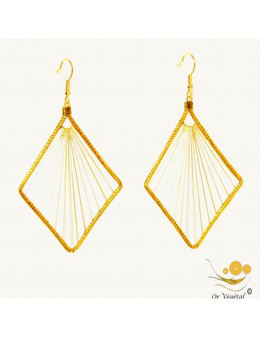Boucles d'oreilles en or végétal en losange avec tissage avec fil doré