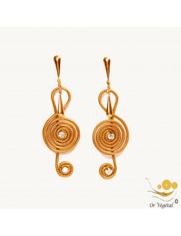 Boucles d'oreilles en or végétal en forme de clé de sol avec strass