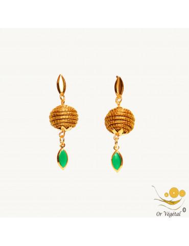 Boucles d'oreilles en or végétal en sphère avec décoration synthèse verte