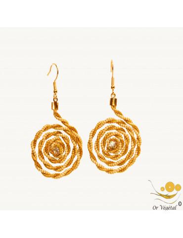 Boucles d'oreilles cerclés en or végétal et fibre de palmier en spirale