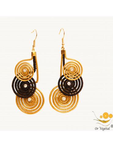 Boucles d'oreilles cerclées en or végétal et en macramé noir 3 cercles