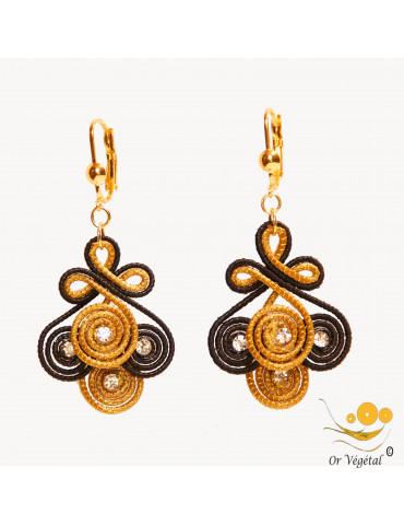 Boucles d'oreilles en or végétal cerclés et macramé noir en fleur de lys