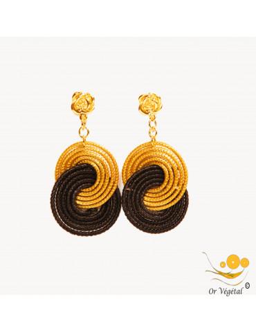 Boucles d'oreilles en forme de médaillon avec deux cercles entrelacés