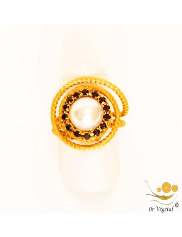 Bague en or végétal cerclé en forme de spirale avec une perle et brillants noirs du Bresil