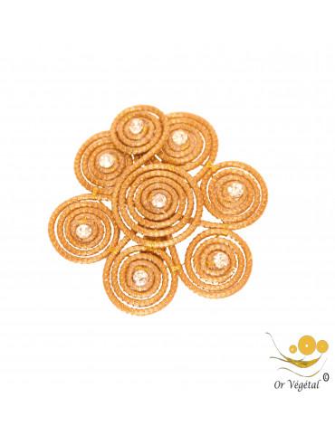 Broche  en or végétal cerclé en forme de fleur & strass