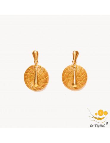Boucles d'oreilles en or végétal tressé en mandala avec une decoration