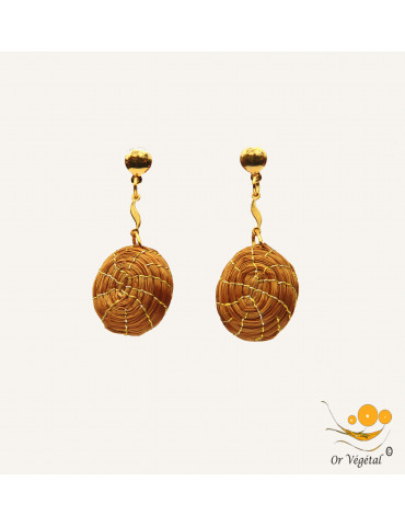 Boucles d'oreilles en or végétal en sphère tressée pendante à une chaîne