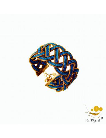 Bracelet en or végétal cerclé 12 lignes entrelacés en macramé bleu
