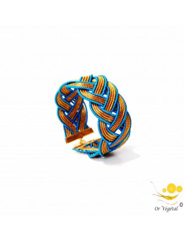 Bracelet manche en or végétal cerclé et entrelacé avec macramé bleu