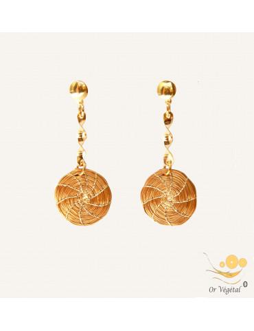 Boucles d'oreilles en or végétal tressé en forme de mandala allongé