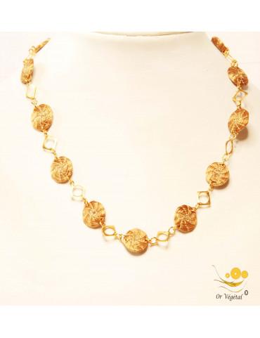 Collier de mandalas tressés en or végétal avec decoration plaqué or