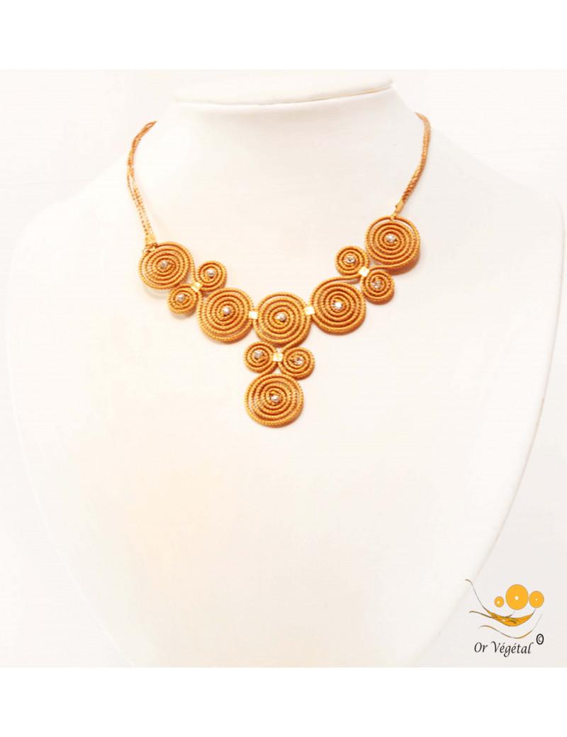 Collier en or végétal cerclé  formé de spirales avec strass