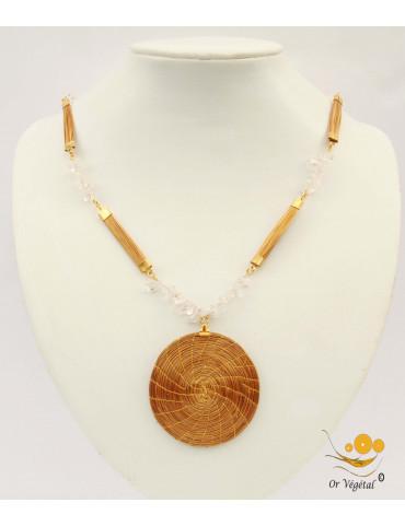 Collier long avec palines en or végétal, cristal de roche et mandala tressée