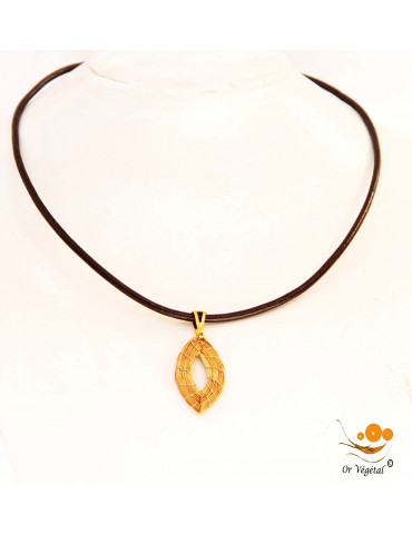 Collier en cuir avec pendentif en or végétal tressé en forme de feuille creuse