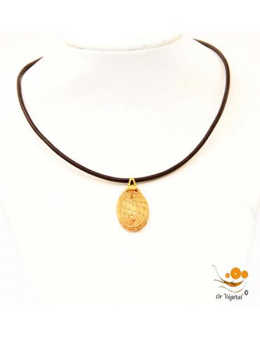 Collier en cuir avec pendentif en or végétal tressé en forme de goutte