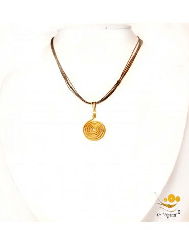 Collier en coton ciré avec pendentif en or végétal cerclé