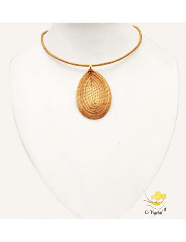 Collier cerclé  or végétal avec un pendentif en or végétal tressé