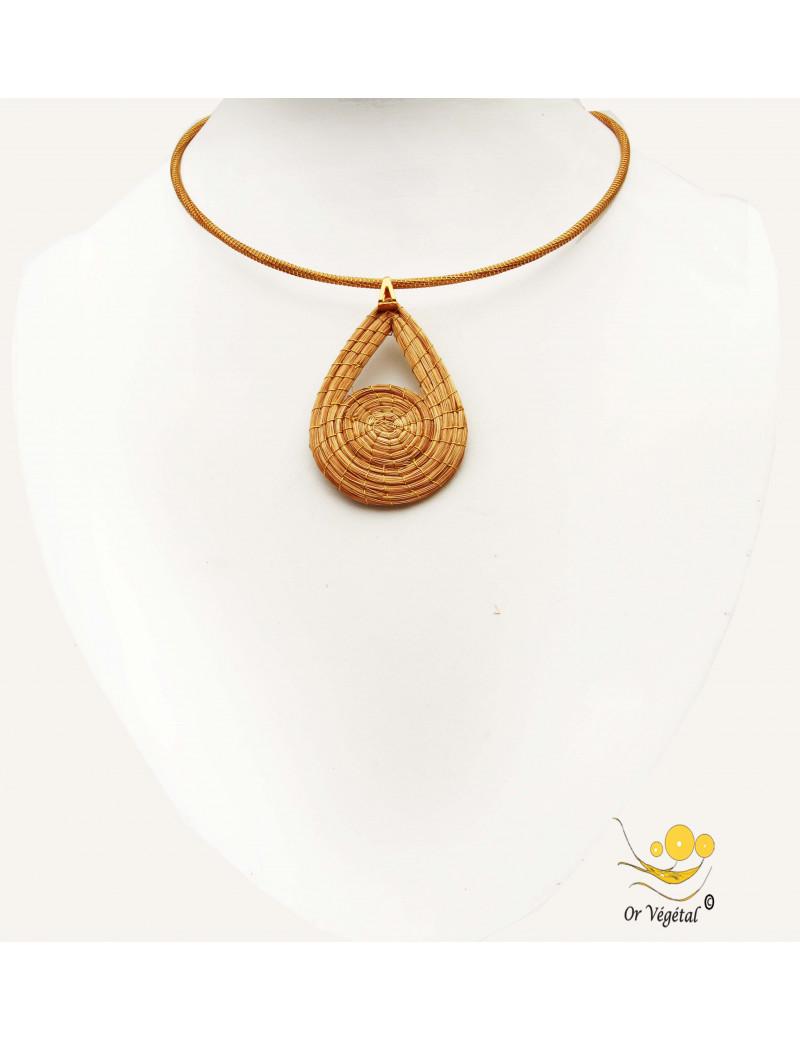 Collier cerclé  en or végétal avec un pendentif en or végétal tressé