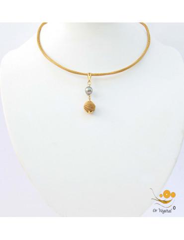 Collier cerclé en or végétal avec pendentif en perle noir de Tahiti