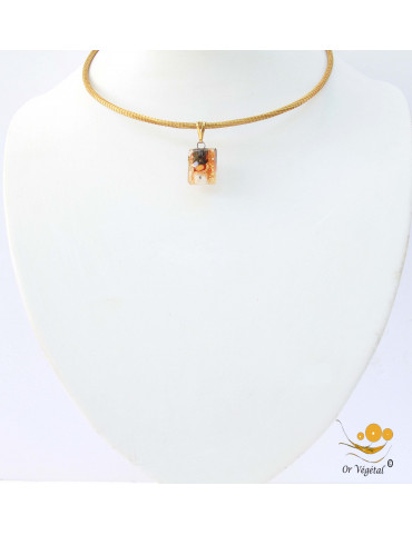 Collier cerclé en or végétal avec pendentif en verre fusing orange