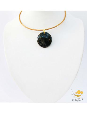 Collier cerclé en or végétal avec pendentif en jaspe orbiculaire