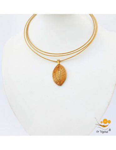 Collier cerclé en or végétal a 3 branches avec pendentif en or végétal tressé