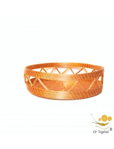 Pannier tréssé en or végétal de forme ronde avec des décorations
