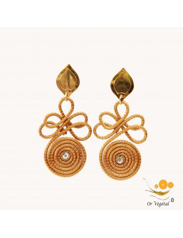 Boucles d'oreille en or végétal cerclé en forme d'arabesques avec strass