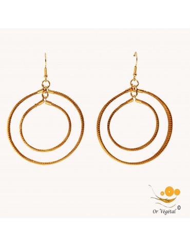Boucle d'oreille en or végétal en forme de double anneaux de trois lignes