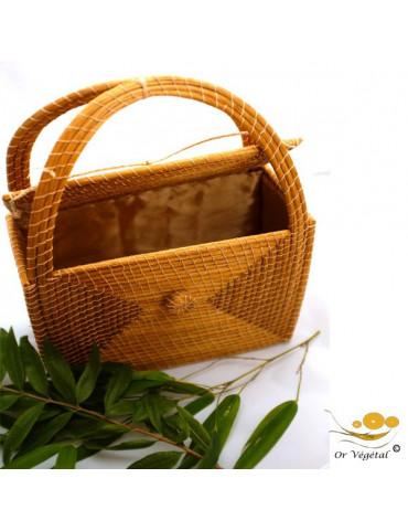 Sac à main tréssé en or végétal de forme rectangulaire