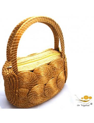 Sac à main tréssé en or végétal décoré avec des mandalas et des tresses