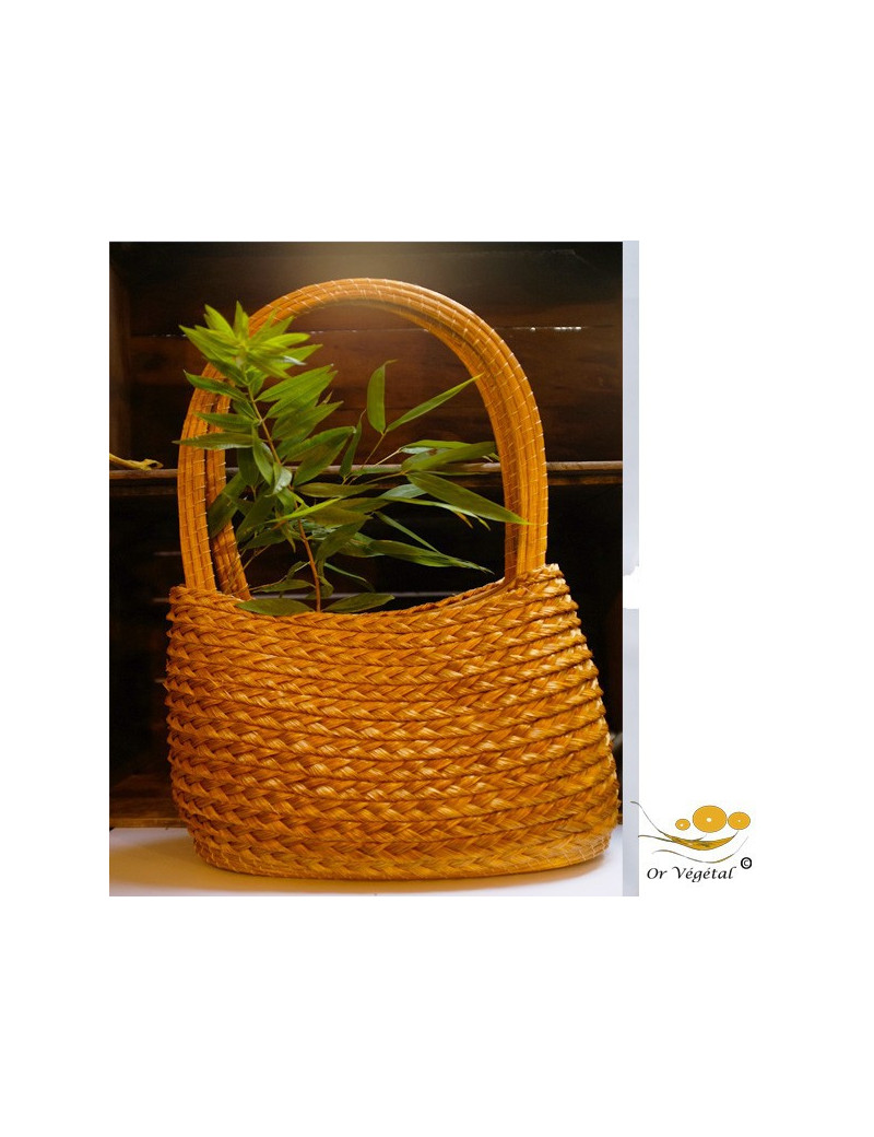 Sac à main tréssé en or végétal  décoré avec  des tresses
