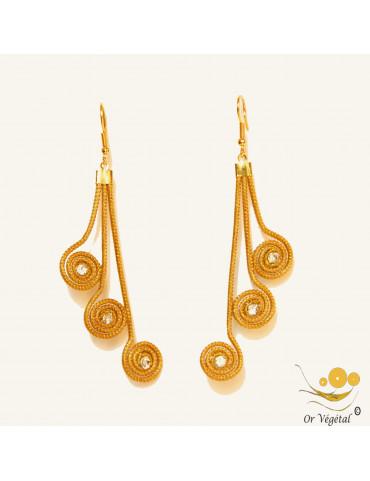 Boucle d'oreille en or végétal en forme de 3 fleurs spirales allongées